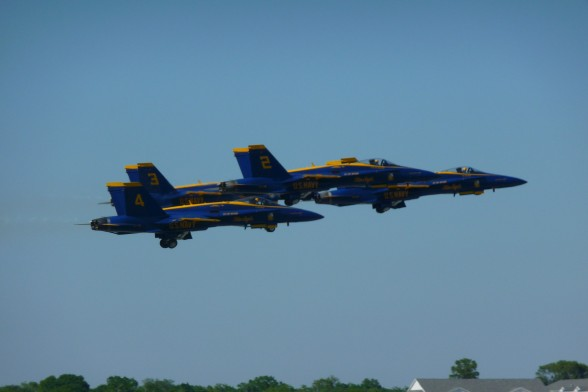 Sun n' Fun is presenting for their 40th Fly-In the Navy's Blue Angels