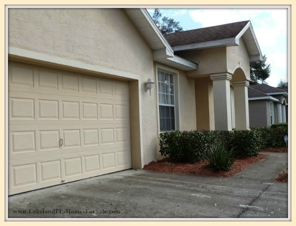Experience a warm and cozy atmosphere inside this Lakeland FL home for sale.