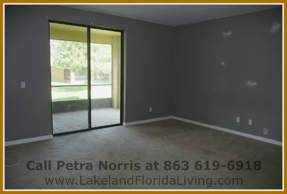 Experience awesome living in this beautiful OakLanding Blvd Mulberry FL home for sale