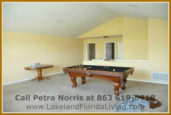 If you're looking for a comfortable modern style home, then this exceptional home for sale in Mulberry FL is the right one for you.
