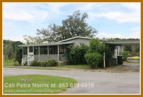 You will not regret moving to this spacious 5 acre property in Kathleen FL.