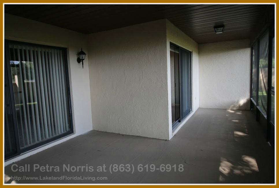 The screened lanai in this 3 bedroom home for sale in Lakeland FL gives you the luxury to enjoy both the outdoor and indoor at the same time!